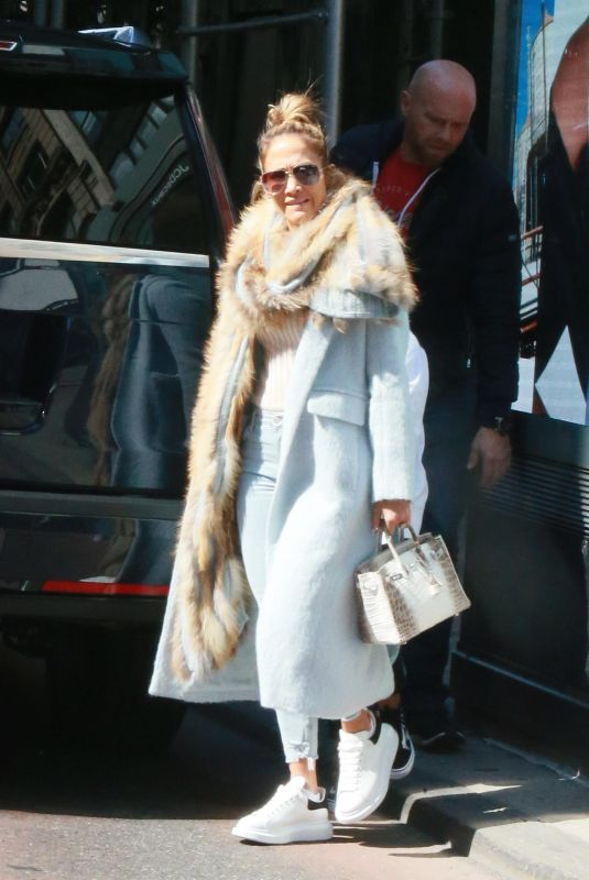 JENNIFER LOPEZ Out Shopping in New York 03/20/2019