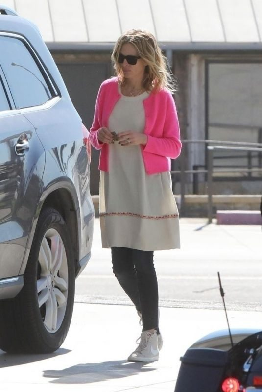 JULIA ROBERTS at Chevron Gas Station in Los Angeles 03/16/2019
