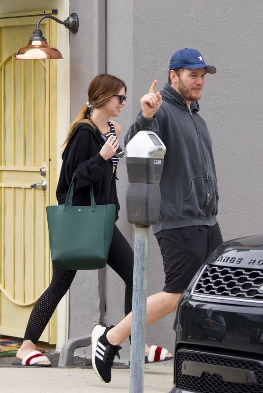 KATHERINE SCHWARZENEGGER and Chris Pratt Out in Los Angeles 03/01/2019