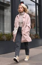 LOTTIE MOSS Shopping on Kings Road in London 03/05/2019