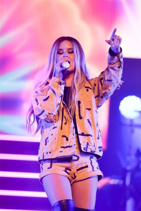 MAREN MORRIS Performs at The Wiltern in Los Angeles 03/30/2019