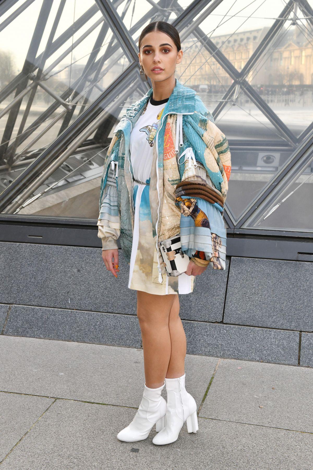 NAOMI SCOTT At Louis Vuitton Show At Paris Fashion Week 03