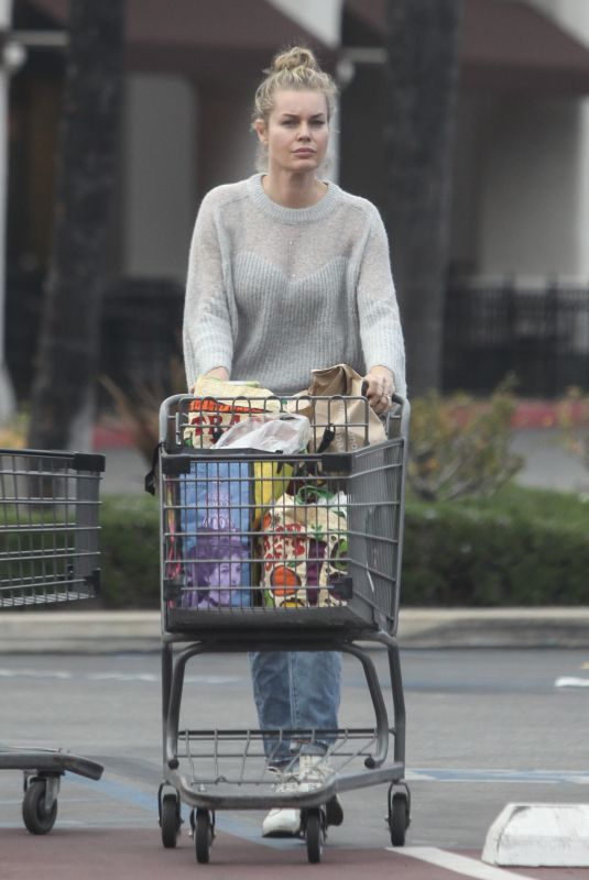 REBECCA ROMIJN Shopping for Grocery in Calabasas 02/27/2019