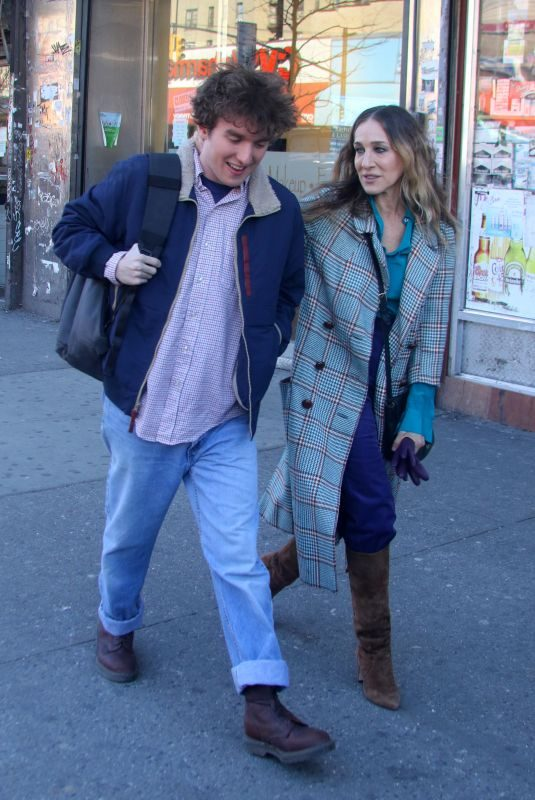 SARAH JESSICA PARKER on the Set of Divorce in West Harlem 03/06/2019