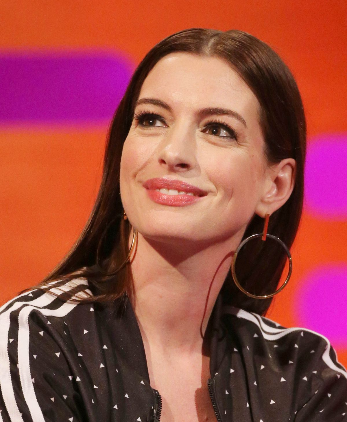 Anne Hathaway Ziegfeld Theatre: ANNE HATHAWAY At Graham Norton Show 04/18/2019
