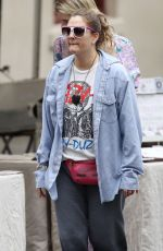 DREW BARRYMORE Shopping at a Local Market in Sydney 04/12/2019
