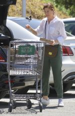 ELLEN POMPEO Shopping at Erewhon Organic Grocers in Calabasas 04/19/2019