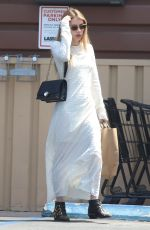 EMMA ROBERTS Shopping Grocery in Los Angeles 04/26/2019