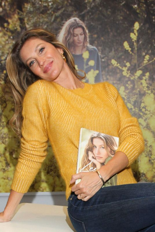 GISELE BUNDCHEN at Thalia Book Store 04/03/2019
