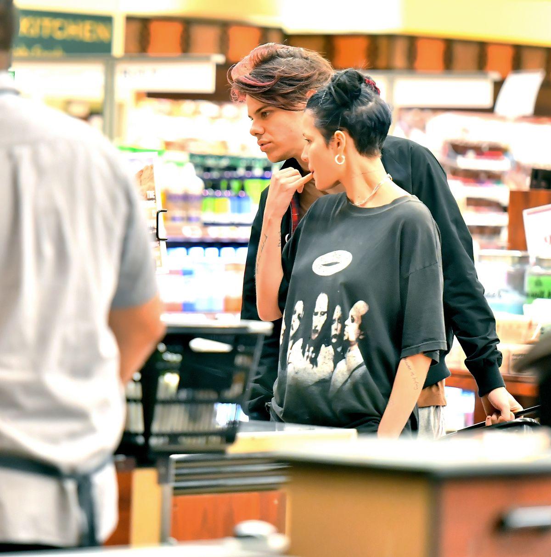 Los Angeles Supermarket: HALSEY Shopping At Gelson's Supermarket In Los Angeles 04