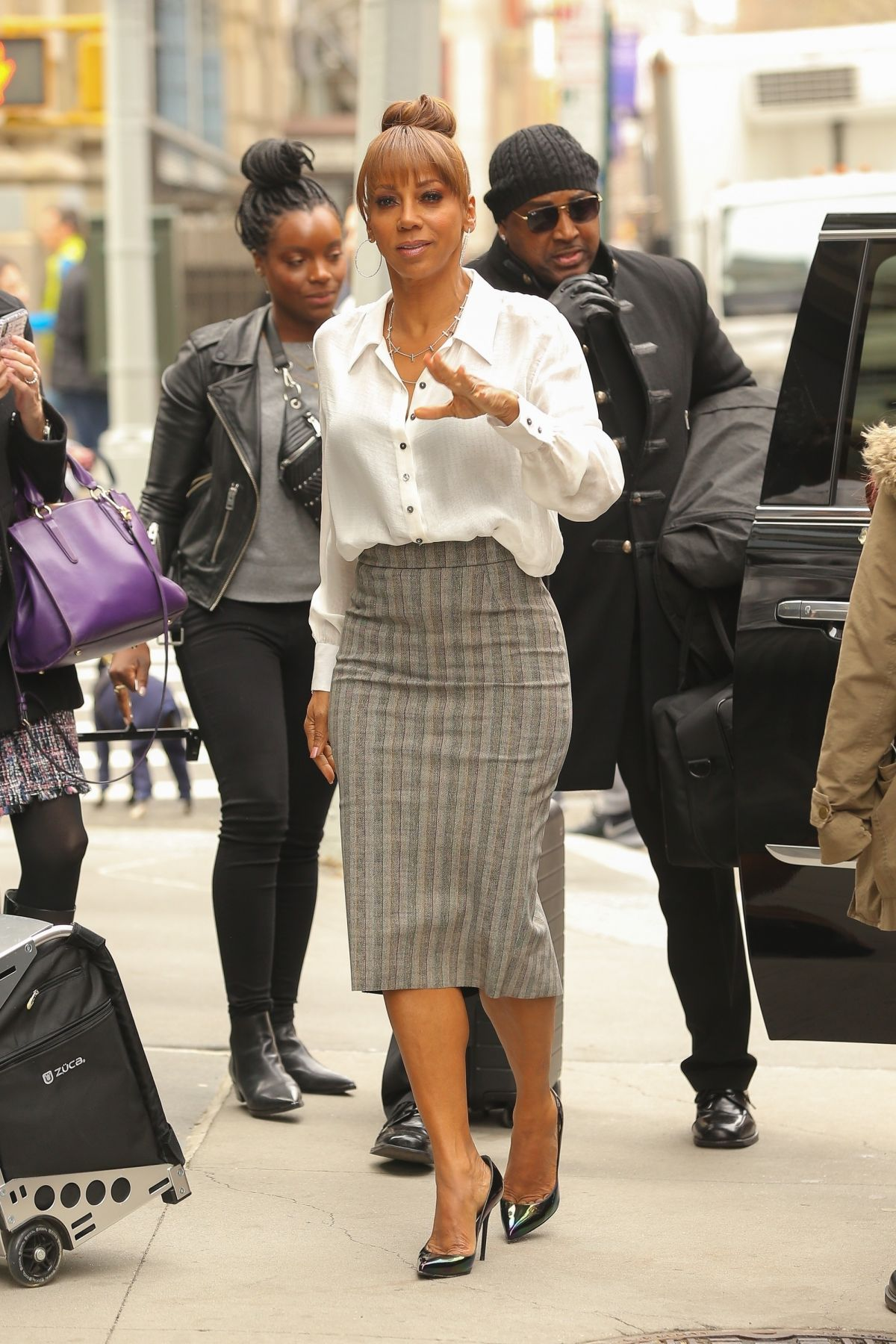 HOLLY ROBINSON PEETE Arrives at Build Studio in New York ...