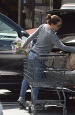 JENNIFER GARNER Shopping for Grocery in Los Angeles 04/15/2019