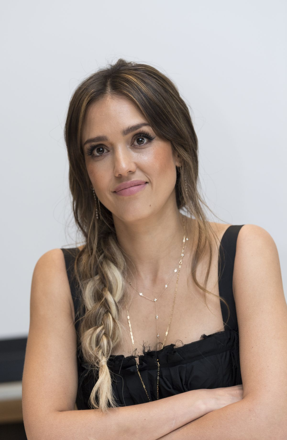 Jessica Alba Debuts Blunt Lob Haircut   InStyle.com