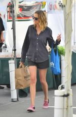 JULIAROBERTS Shopping at Farmers Market in Los Angeles 04/08/2019