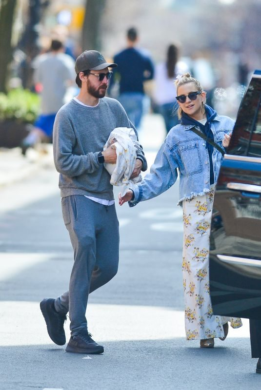 KATE HUDSON and Danny Fujikawa Out in New york 04/08/2019