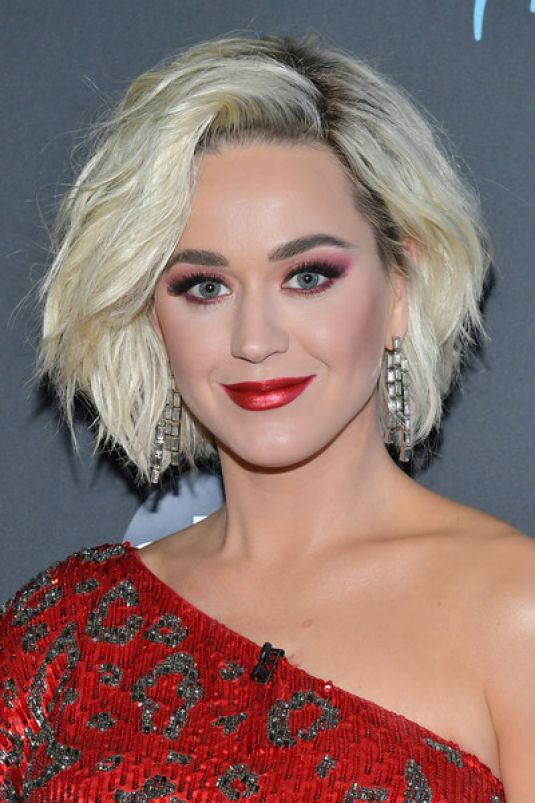 Is Katy Perry engaged to Orlando Bloom? Star flaunts ...