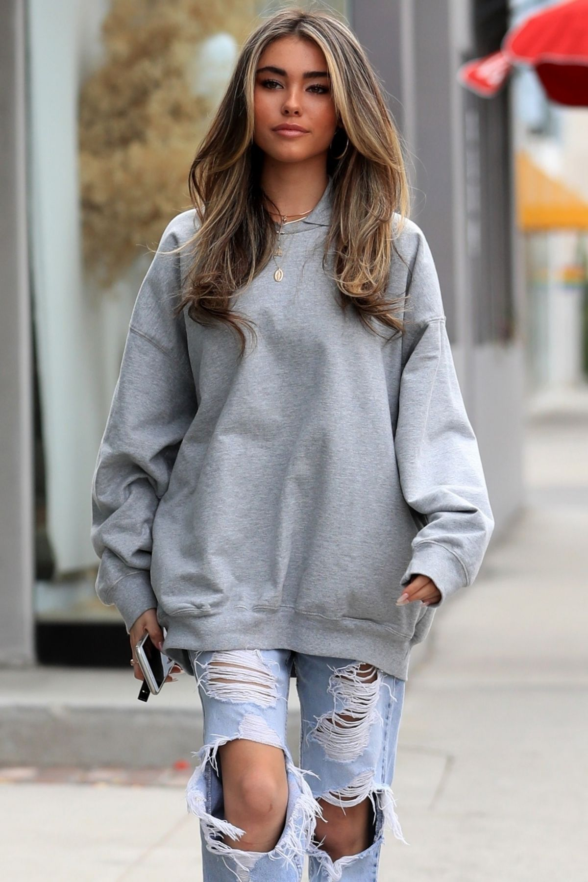Madison Beer Leaves A Hair Salon In West Hollywood 04 04
