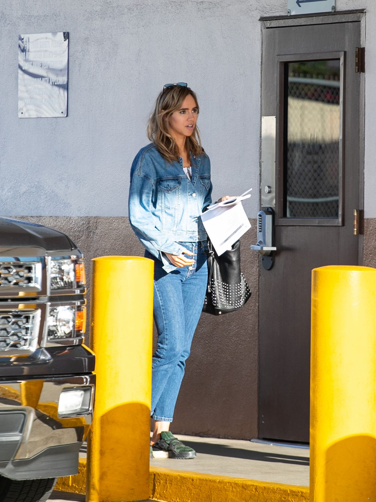 suki-waterhouse-out-in-los-angeles-04-17