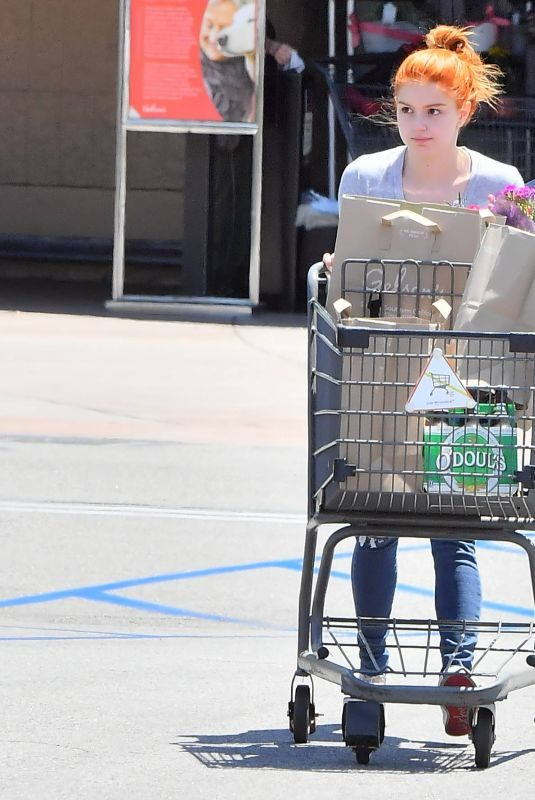 ARIEL WINTER Shopping at Grocery Store in Studio City 05/08/2019