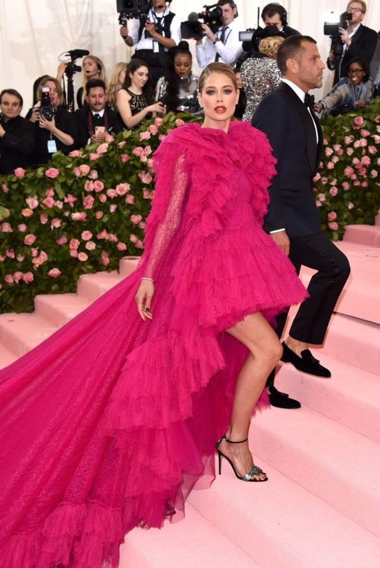 DOUTZEN KROES at 2019 Met Gala in New York 05/06/2019