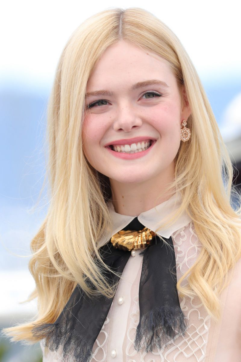 Elle Fanning photo gallery - high quality pics of Elle