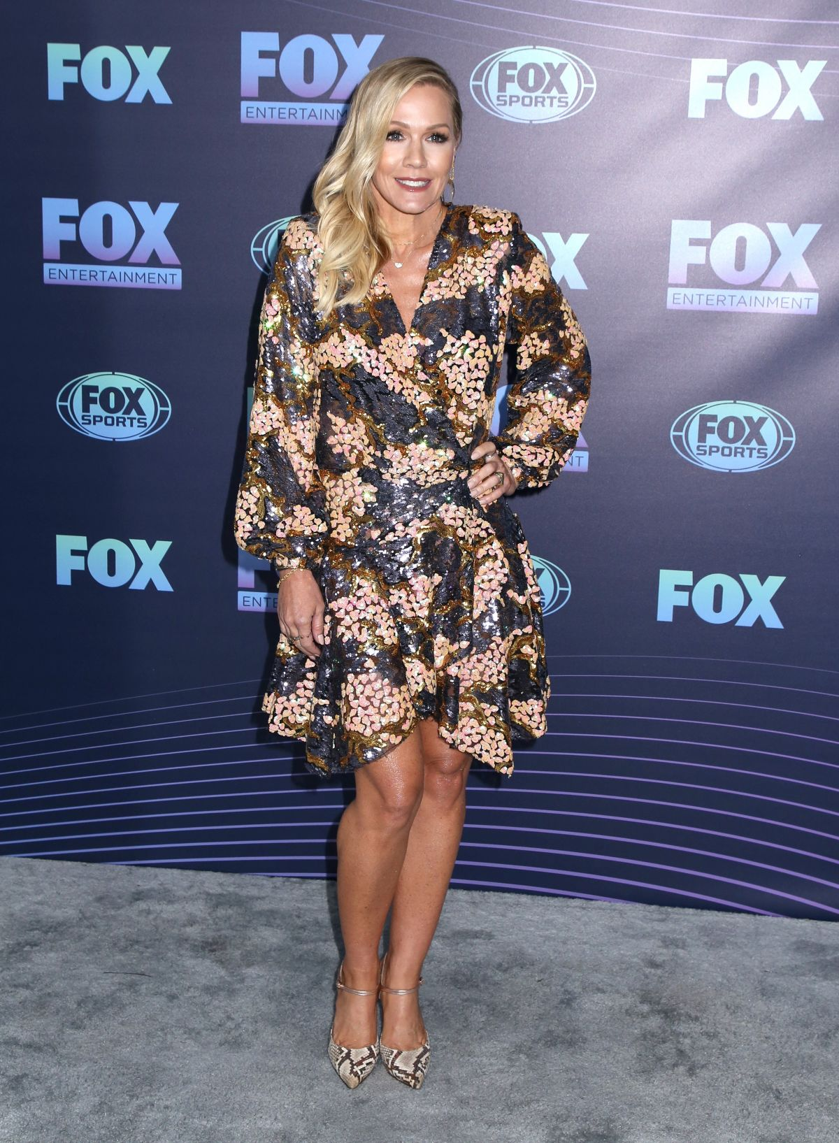 Gambia Articlelarge as well Jennie Garth At Fox Upfront Presentation In New York besides Barret Oliver Now besides Isla Fisher Pretended Flailing Water Scene moreover . on mercedes official site