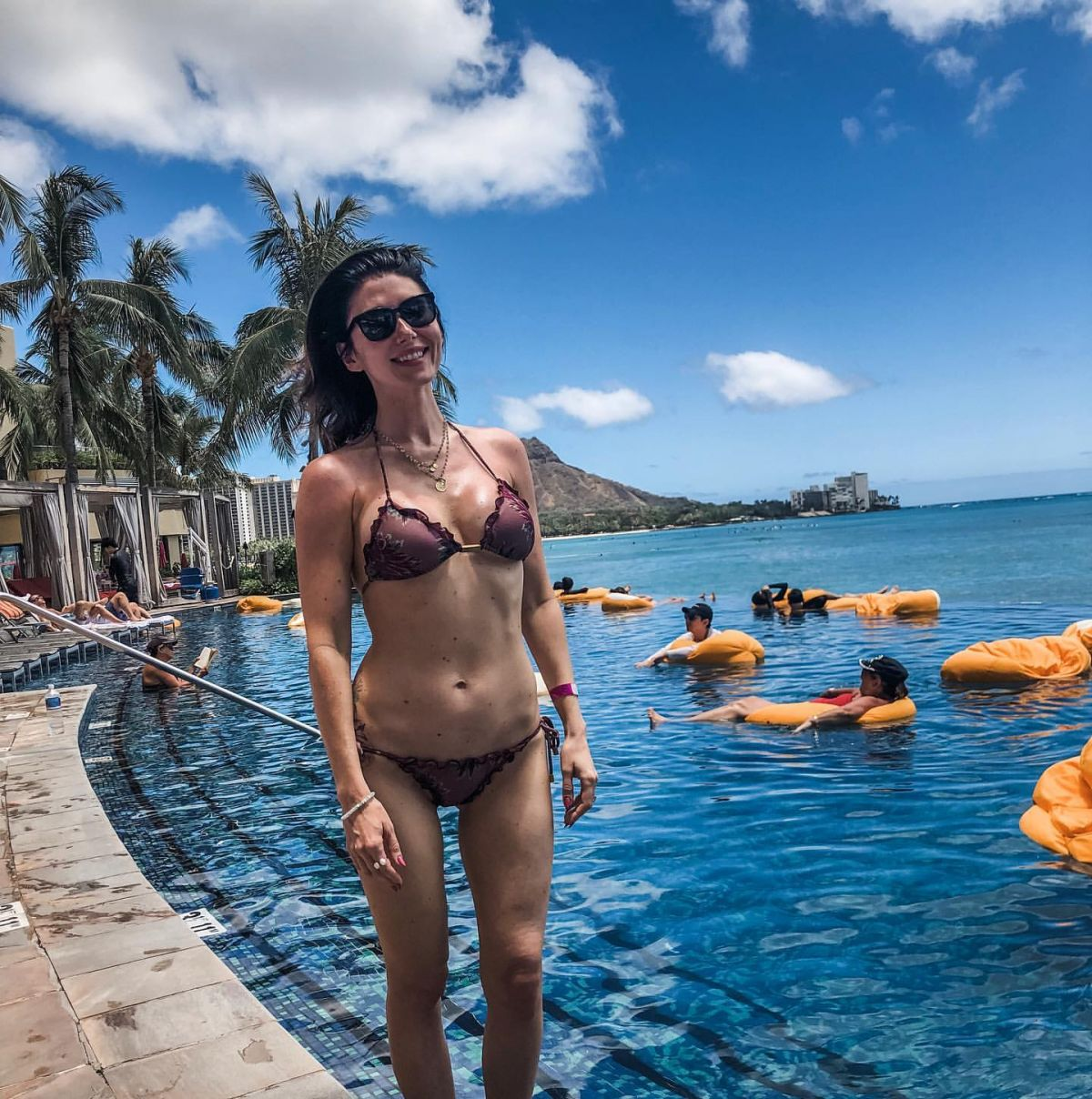 Jewel Staite Sexy Pics jewel staite in bikini in hawaii – instagram pictures 05/16