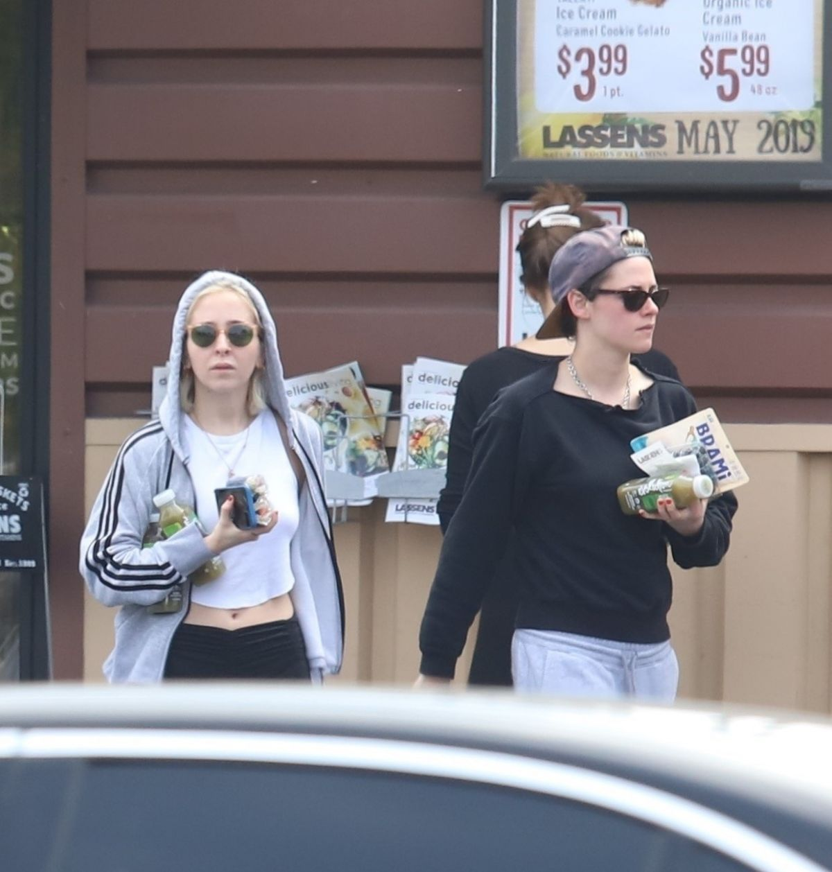 Grocery Stores Los Angeles: KRISTEN STEWART And SARA DINKIN At A Grocery Store In Los