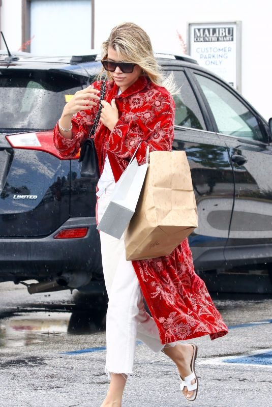 SOFIA RICHIE Shopping at Malibu Country Mart 05/22/2019