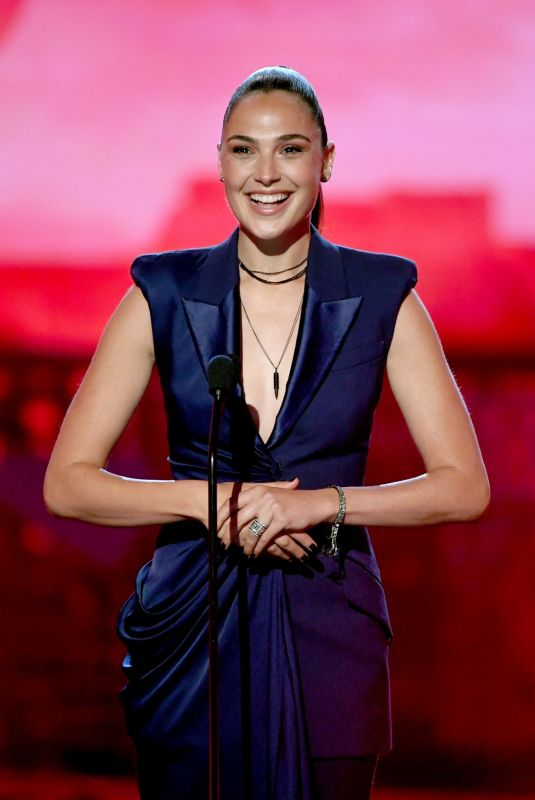 GAL GADOT at 2019 MTV Movie & TV Awards in Los Angeles 06/15/2019