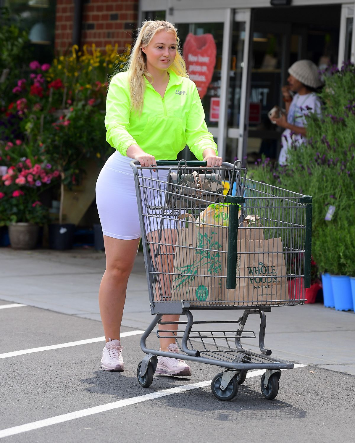 Fashion Nail Beauty Spa Elizabeth Nj: ISKRA LAWRENCE Shopping At Whole Foods In New Jersey 06/01