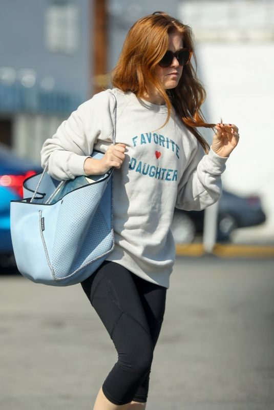 ISLA FISHER Shopping at Chico's in Studio City 06/05/2019