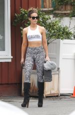 KATE BECKINSALE Shopping at Brentwood Country Market 06/14/2019