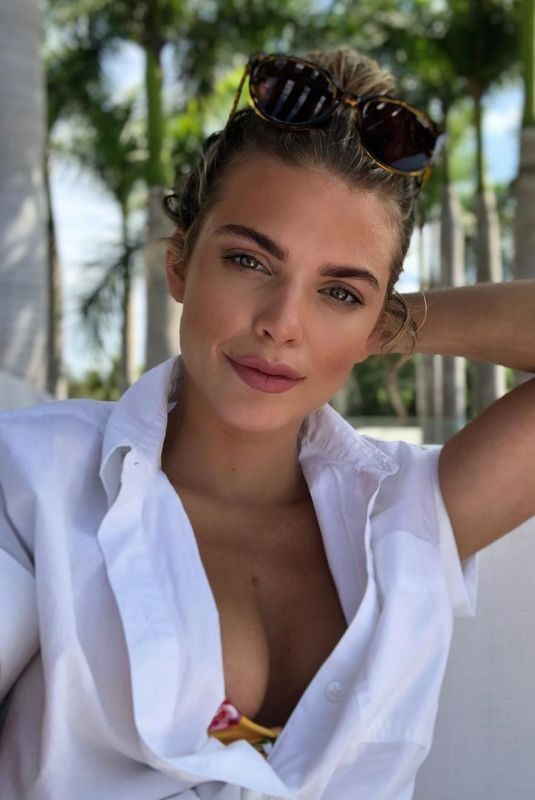 ANNALYNNE MCCORD – Instagram Pictures, 07/10/2019