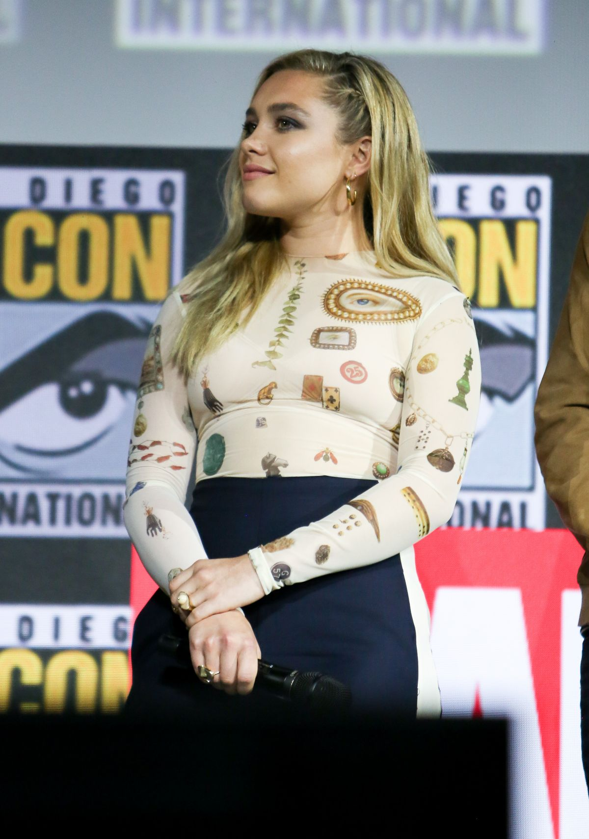 Florence Pugh 2019 >> Florence Pugh At Marvel Panel At Comic Con 2019 In San Diego