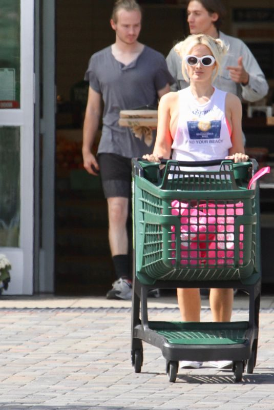 HOLLY MADISON Out Shopping in Malibu 07/28/2019