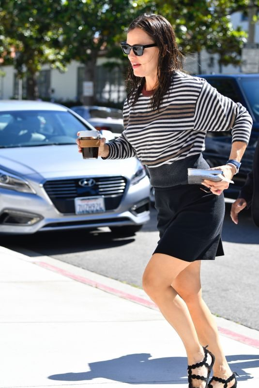 JENNIFER GARNER Arrives at Sunday Church Services in Pacific Palisades 06/30/2019