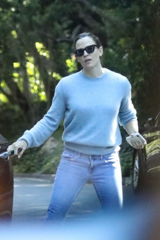 JENNIFER GARNER Out and About in Pacific Palisades 07/12/2019