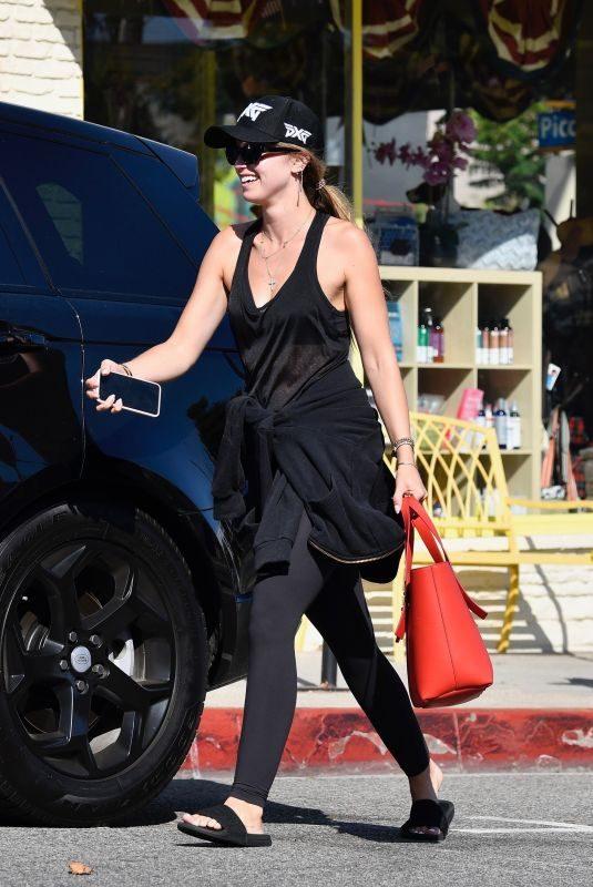 KATHERINE SCHWARTZENEGGER Leaves Yoga Clas in Santa Monica 07/24/2019