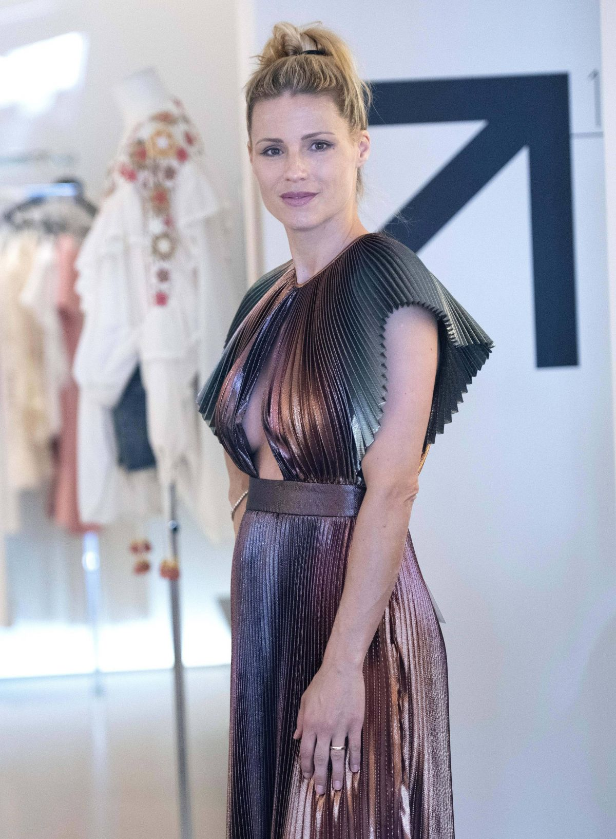 newest collection 21e63 ff901 MICHELLE HUNZIKER Shopping in Milano Marittima 07/03/2019 ...