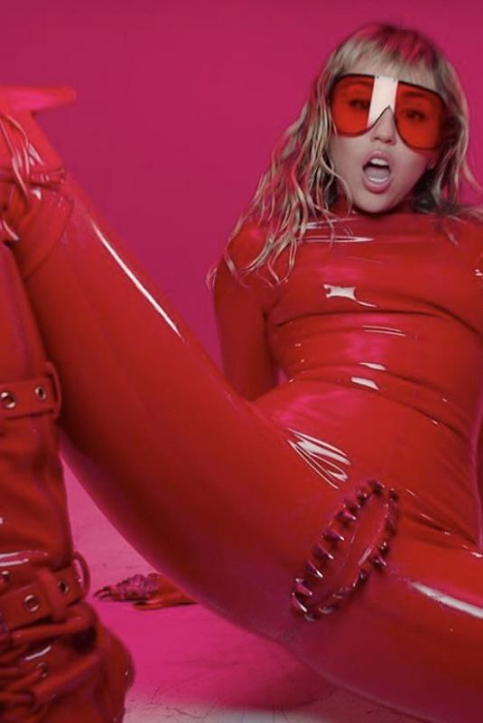 MILEY CYRUS – Mother's Daughter Video