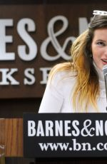 BELLA THORNE Signing Her New Bbook The Life of a Wannabe Mogul at Barnes & Noble in Los Angeles 08/13/2019