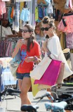 CHARLOTTE CASIRAGHI Shopping at Market in Cap-Ferret 08/05/2019