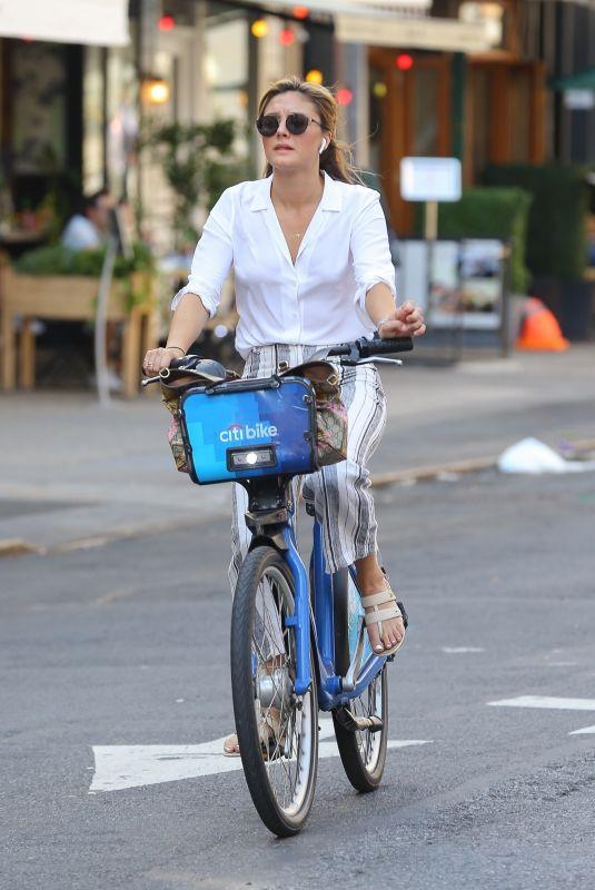 CHRISTINE EVANGELISTA Riding a City Bike in New York 08/12/2019