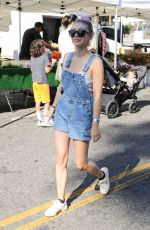 GENEVIEVE HANNELIUS Shopping at Farmers Market in Studio City 08/11/2019