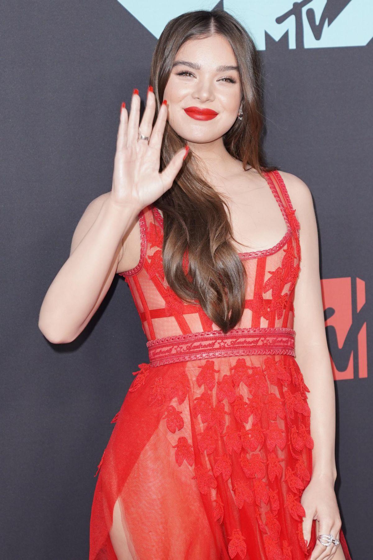 Hailee Steinfeld At 2019 Mtv Video Music Awards In Newark 08 26 2019 Hawtcelebs