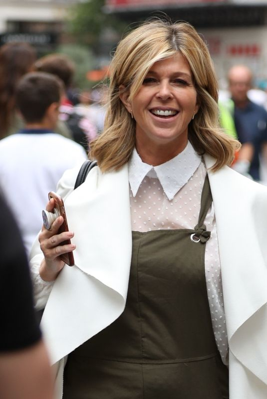 KATE GARRAWAY Arrives at Smooth Radio in London 08/08/2019 – HawtCelebs