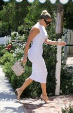KHLOE KARDASHIAN Out for Lunch in Beverly Hills 08/25/2019