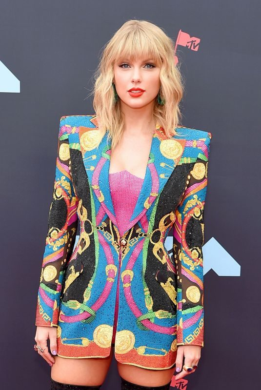TAYLOR SWIFT at 2019 MTV Video Music Awards in Newark 08/26/2019