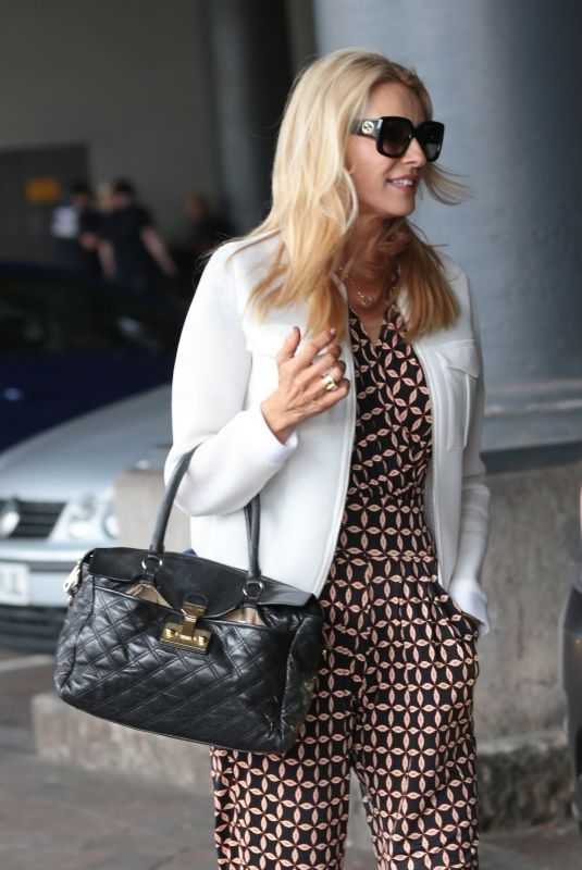TESS DALY Arrives at Piccadilly Train Station in Manchester 08/05/2019